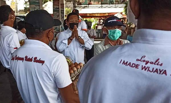 Semangat Gotong-royong Kader Gerindra, Made Wijaya Bantu Warga Terdampak Covid-19 di Tanjung Benoa