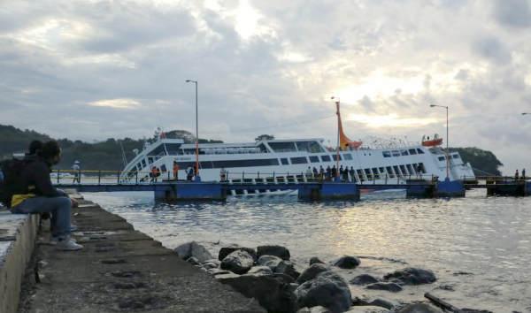 KMP Dharma Rucitra III Nyaris Tenggelam di Perairan Padangbai