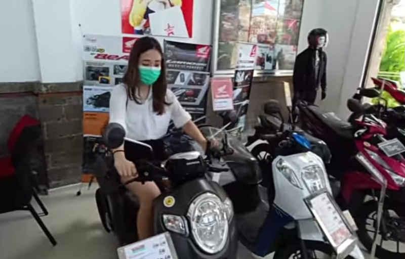 Wujudkan Mimpi, Beauty Vlogger Jatuhkan Pilihan Pada Honda Scoopy