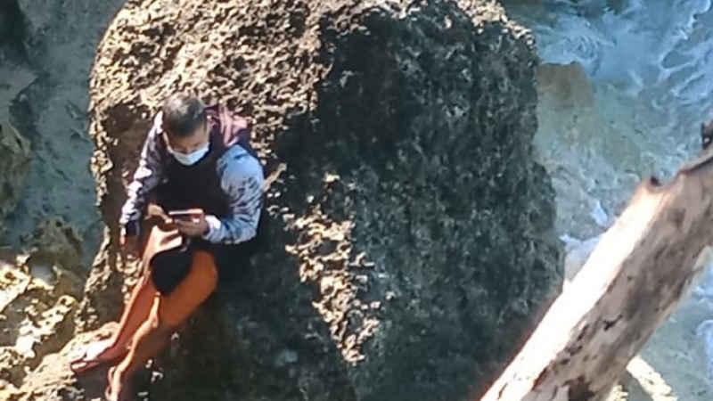 Terjebak Air Laut Pasang Saat Mencari Lokasi Foto, Seorang Fotografer Berhasil Dievakuasi