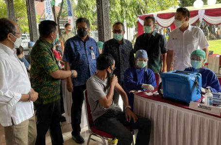 "AXA Mandiri Bersinergi dengan Berbagai Pihak, Gelar Vaksinasi Dukung ""Bali Bangkit"""