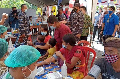 Baksos TNI AL di Buleleng, Gelar Pengobatan Gratis dan Bagikan Ratusan Paket Sembako