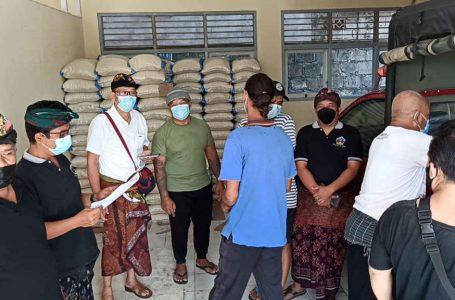 Masa PPKM Darurat, Desa Adat Kampial Salurkan Bantuan Dari Dana Penyisihan Pendapatan Desa