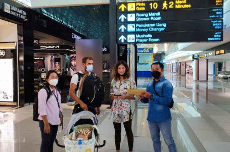 Langgar Izin Tinggal, Satu Keluarga WN Rusia Dideportasi ke Negaranya