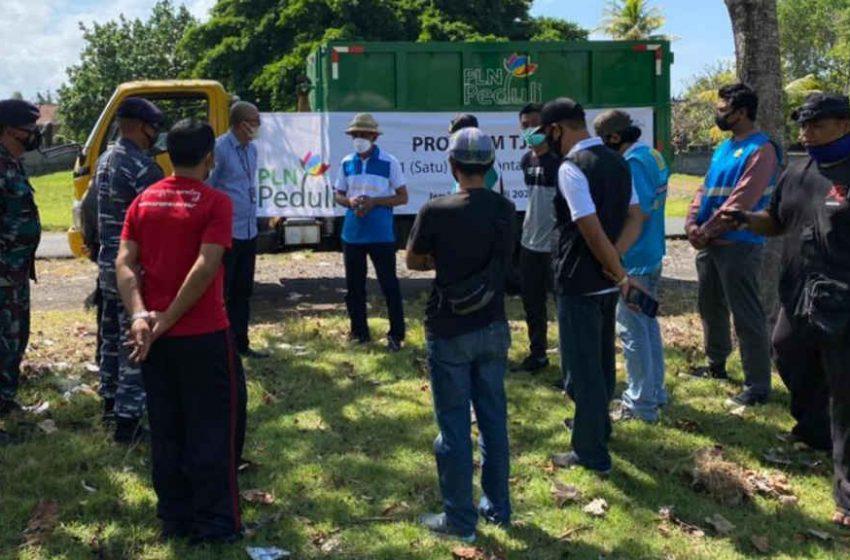 Peduli Lingkungan, PLN Serahkan Bantuan Kontainer Bak Sampah