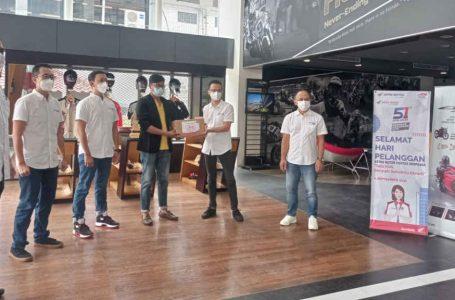 Hari Pelanggan Nasional, Management Astra Motor Bali Bagikan Ratusan Sembako Kepada Warga Terdampak Pandemi
