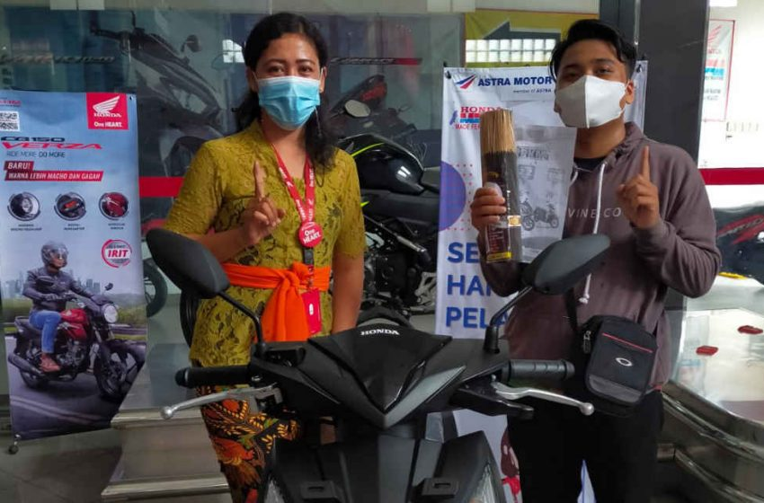Promo Tumpek Landep, Dealer MFM Sakah Berikan Bonus Sarana Sembahyang